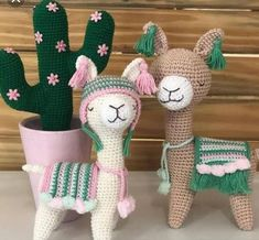 Amigurumi Do Zero Set aside a weekend for these easy crafts to make and sell. No photo description available. Cute Crochet, Beautiful Crochet, Crochet Crafts, Yarn Crafts, Knit Crochet, Crochet Pikachu, Crochet Patterns Amigurumi, Crochet Dolls, Alpacas