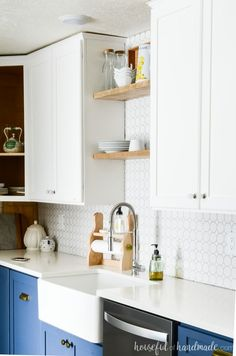 Learn how to build wall cabinets for your next DIY project including creating plans for your own custom cabinets. Build DIY cabinets for upper kitchen cabinets, laundry room cabinets, built-in bookcases and more! Housefulofhandmade.com #DIYCabinets #KitchenCabinets #KitchenUpdate Two Tone Kitchen Cabinets, Laundry Room Cabinets, Kitchen Cabinets Decor, Cabinet Decor, Kitchen Countertops, Kitchen Backsplash, Kitchen Ideas, Wall Cabinets, Custom Cabinets