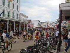 The Travelling Lindfields: Mackinac Island - A land without cars. Mackinac Island, Road Trip Usa, Great Lakes, Luxury Travel, Denver, Travelling, Trips, Street View, Canada