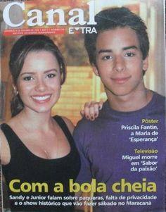 #0411 : [i]Oi, td bem com vcs? Sandy e Junior na capa da revista especial do Jornal Extra, do Rio de Janeiro... Linda demais essa foto, né? Foto dos bastidores do seriado, na temporada de 2002... Gosto mt do sorriso da Pin nessa foto. Ela está com um ar tão angelical... Junior não fica atrás tb, né? Tá um gato, mt fofo!!!! Bjuxs, Mika!!!!![/i] **************************** /sandydiva_leah   sejr17