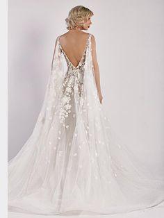 Romantisches Brautkleid mit Spitzenapplikationen auf Oberteil und Rock und tiefem Rückenausschnitt. Couture, Rock, Wedding Dresses, Fashion, Tops, Bridle Dress, Gowns, Bride Dresses, Moda