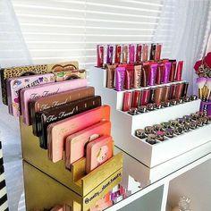 33 Trendy Makeup Palette Organizer Diy Make Up Makeup Shelves, Makeup Desk, Makeup Rooms, Makeup Display, Teen Makeup, Makeup Drawer, Make Up Organizer, Make Up Storage, Makeup Storage Organization