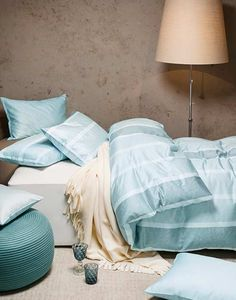 Kuscheln in the City. Eine Interlock-Jersey-Bettwäsche mit urbanem Dessin auch für die Liebhaber des Landlebens? Ja, die reaktiv bedruckte Bettwäsche Avenue in Sereno oder Vieux-rose ist perfekt für alle, die es kuschelig und geradlinig zugleich mögen. Linen Bedding, Pastel, Home, Bed Ideas, Textiles, Bedroom, Homes, Linen Sheets, Cake