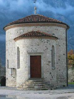 Borghi più belli d'Italia, il primo è Venzone. Ricostruito pietra su pietra dopo il terremoto del Friuli nel 1976