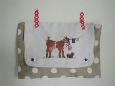 """Pochette lin et coton taupe à pois blancs et broderie main """" petite chèvre """" faite main pour femme : Sacs à main par les-p-tits-bidules"""