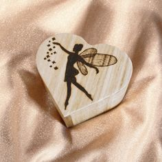Simple, unique, and elegant. This wooden box is perfect for flower petals for the aisle but you can also use it for jewelry or any type of trinkets. A great gift for your daughter. Wooden Jewelry Boxes, Wooden Boxes, Fairy Box, Red Felt, Believe In Magic, Flower Petals, Pyrography, Christening, Wedding Accessories