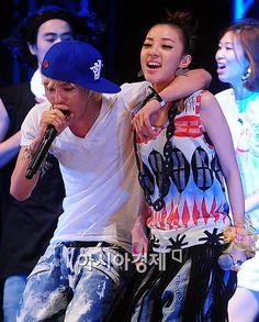 GD (Big Bang) & Dara - live performance of the song 'Hello' Sandara Park, Choi Seung Hyun, Park Photos, Korean Group, Daesung, Jiyong, Ji Chang Wook, Film Music Books, 2ne1