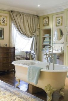 Henrietta Spencer-Churchill - Harmony in Scale - The English Home Chic Bathrooms, Dream Bathrooms, Beautiful Bathrooms, Country Bathrooms, Interior Exterior, Interior Design, French Bathroom, Victorian Bathroom, French Decor