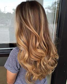 Here's Every Last Bit of Balayage Blonde Hair Color Inspiration You Need. balayage is a freehand painting technique, usually focusing on the top layer of hair, resulting in a more natural and dimensional approach to highlighting. Source by Blonde Hair Honey Caramel, Balayage Hair Caramel, Honey Balayage, Balayage Hair Blonde, Honey Hair, Brown Blonde Hair, Brunette Hair, Caramel Highlights, Soft Balayage