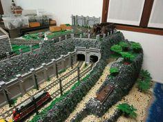 Lego Tunnel and wall Lego Train Tracks, Lego City Train, Lego Trains, Lego Plane, Van Lego, Lego Boards, Lego Pictures, Lego Castle, Lego Room