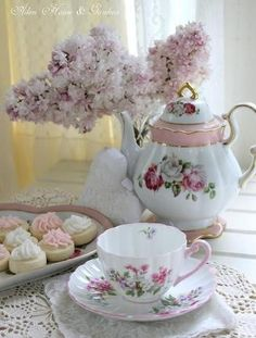 A dainty tea set and pastel decorations make this one beautiful tea table!