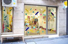 Rizomas, un nuevo espacio para niños en Almería. En nuestra Tienda podrás encontrar juguetes educativos, artículos de diseño, decoración, libros, etc. Concept store,  design, fachada, kids
