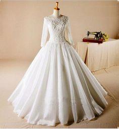 2016 Modest Long Sleeve Wedding Dress Lace Appliqued