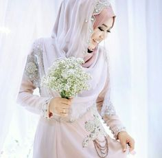 Pretty bride with a lovely bridal hijab and gown...photo by themdnoor.