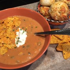 Mexicaanse kaassoep Mexican Food Recipes, Soup Recipes, Ethnic Recipes, Tex Mex, Cheeseburger Chowder, Mashed Potatoes, Homemade, Vegan, Jamie Oliver