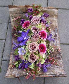Wow Floral Centerpieces, Floral Arrangements, Centrepieces, Flower Show, Flower Art, Funeral Flowers, Wedding Flowers, Floral Bouquets, Floral Wreath