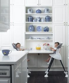 Great idea for a small kitchen! Fold down table kids nook/ Smart Kitchen, All White Kitchen, Eat In Kitchen, Kitchen Nook, Kitchen Ideas, Fold Out Table, Blue And White China, Interiores Design, Home Kitchens