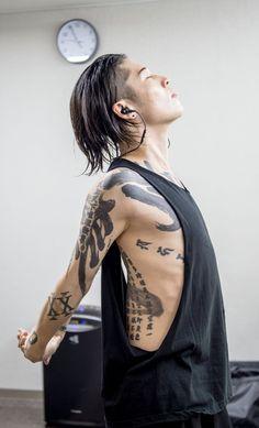 Asian Boys, Asian Men, Brush Stroke Tattoo, Japanese Taste, Afro, Goth Guys, Miyavi, Aesthetic Tattoo, Visual Kei