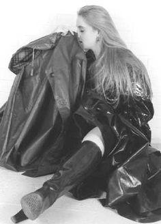 Pvc Raincoat, Plastic Raincoat, Rain Bonnet, Fetish Fashion, Women's Fashion, Rain Cape, Rubber Raincoats, Rain Wear, Black Rubber