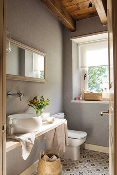 Home, Bedroom Decor On A Budget, Bathroom Interior, Bathroom Decor, Mexican Home Decor, Small Toilet, Bathroom Interior Design, Bathroom Design Trends, Home Deco