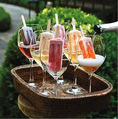 MOSCATO WINE PUNCH - Including Over 40 of the BEST Summer Cocktails Fun and easy way to change up happy hour or book club meeting. Champagne Popsicle Cocktails - Over 40 of the BEST Summer Cocktails! Bbq Party, Pizza Party, Wein Parties, Champagne Popsicles, Best Summer Cocktails, Summer Pool Party, Summer Parties, Beach Party, Appetizers