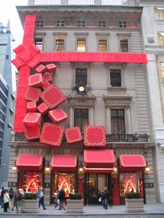 Cartier, New York City. Love the idea of a single giant bow. Paired with giant ornaments.