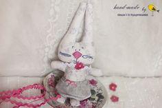 bunny-girl Bunny, Dolls, Christmas Ornaments, Holiday Decor, How To Make, Handmade, Home Decor, Felting, Baby Dolls