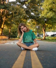 Tree Line Light Green Comfort Colors Tee, Trendy Graphic T-ShirtYou can find Senior picture poses and more on our website.Tree Line Light Green Comfort Colors Te. Photo Pour Instagram, Cute Instagram Pictures, Cute Poses For Pictures, Instagram Pose, Pictures Of Girls, Cute Photos, Creative Instagram Photo Ideas, Insta Pictures, Ideas For Instagram Photos