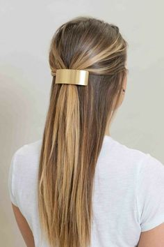 Interview Hairstyles, Clip Hairstyles, Formal Hairstyles, Medium Hair Styles For Women, Short Hair Styles, Birthday Hairstyles, Gold Hair Clips, Hair Strand, Professional Hairstyles