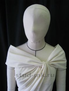 Pattern making, draping and Moulage - Amazing collar shape. What is Fashion Draping? And Why Should Designers Learn How to Drape? Draping Techniques, Techniques Couture, Sewing Techniques, Fashion Sewing, Diy Fashion, Ideias Fashion, Fashion Dresses, Pattern Cutting, Pattern Making