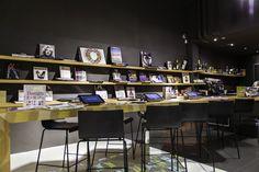 Conoscete tutti il #LEAeFLO PALACE? Venite a scoprire lo Store più grande dei punti vendita LEA&FLO! Potrete dare uno sguardo ai reparti uomo e donna e gustare, nel comfort più completo, un #caffè nel nostro #LoungeBar, una pausa gustosa nel curiosare tra i nostri numerosi corners. Oppure concedetevi qualche minuto di relax, per leggere le news o sfogliare un libro di #moda, nell'area #BookStore!  Approfittare dei #SALDI... non sarà mai stato così piacevole!