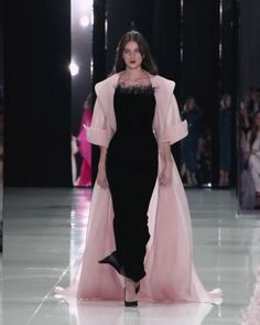 Stunning Black Sheath Evening Maxi Dress / Evening Gown with Back Slit. Runway Show by Ralph & Russo Gala Dresses, Couture Dresses, Fashion Show Dresses, Fashion Outfits, Elegant Dresses, Pretty Dresses, Couture Fashion, Runway Fashion, Mode Abaya