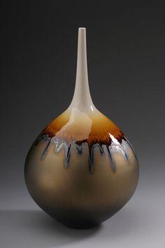 """Hideaki Miyamura Vase, gold glaze with """"snow cap"""", porcelain"""