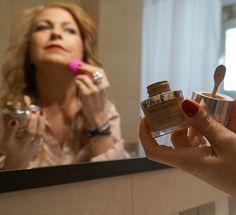 Review sobre la Base de maquillaje con tratamiento Antiedad Time Control de  la blogger redactora del blog MakaBeauty