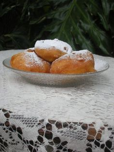 In the Netherlands, the beloved holidays St. Nicholas Eve (called 'Sinterklaas' in Dutch) on December Christmas and New Year's Eve all have their own traditional sweets. This overview lists the most popular Dutch holiday treats. Dutch Recipes, Pastry Recipes, Apple Recipes, Dessert Recipes, Cooking Recipes, Dessert Ideas, Sweet Recipes, French Beignets, Dutch Desserts