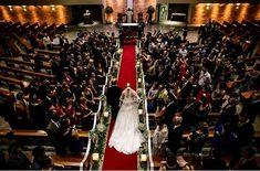 Entrada da noiva. Momento de emoção e amor.  Cuidamos de todos os detalhes Assessoria e cerimonial especializada em casamento.  #casamento #wedding