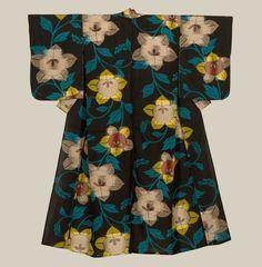 A small meisen silk kimono with bold flower motifs. Mid-Showa...