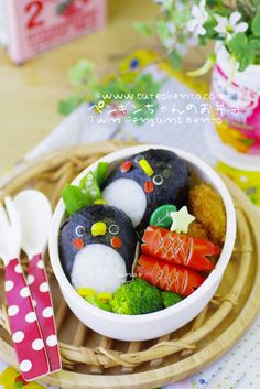 Can a BENTO get any cuter than this! Cute Bento Boxes, Bento Box Lunch, Japanese Bento Box, Japanese Food, Bento Recipes, Bento Ideas, Lunch Ideas, Kawaii Bento, Food Art For Kids