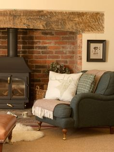 New Living Room Ideas Country Cottage Wood Stoves Ideas Cottage Living Rooms, Cottage Interiors, Small Living Rooms, Home Living Room, Living Room Designs, Country Interiors, Modern Living, Dark Sofa Living Room, Cottage Lounge