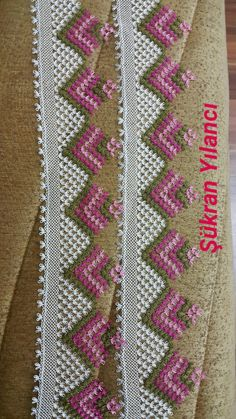 This Pin was discovered by HUZ Seed Bead Tutorials, Beading Tutorials, Crochet Trim, Filet Crochet, Crochet Borders, Crochet Stitches, Crochet Curtains, Lace Making, Bargello