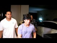 WATCH Shahrukh Khan SPOTTED at the special screening of UDTA PUNJAB movie. See the full video at : https://youtu.be/ru-GS8_zDN8 #shahrukhkhan #udtapunjab
