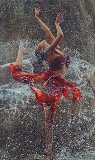 Little Girl Dancing, Dancing In The Rain, Swing Dancing, Rain Dance, Art Photography Women, Rain Photography, Beauty Photography, Romantic Photography, Photography Ideas