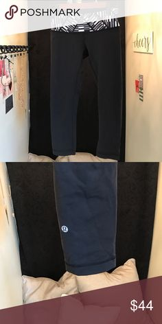 Lululemon cropped leggings, size 6 These are black cropped Lululemon leggings with a black and white decorative waste band. Never worn. You can wear these with a workout shirt to the gym or, with a staple shirt. lululemon athletica Pants Leggings