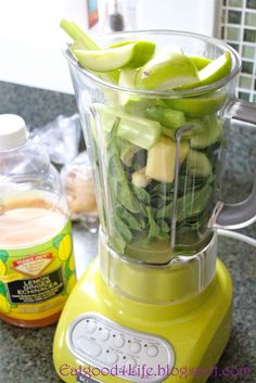 DR OZ MORNING SMOOTHIE: Green Apple, Spinach, Cucumber, Celery, Ginger, Parsley, Lemon, Lime