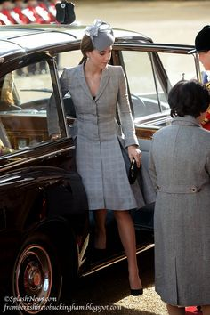 SHE'S BACK!! Kate Joins William Welcoming Singapore President and Mrs. Tony Tan to London