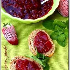 Strawberry jam with ginger Pumpkin Butter, Apple Butter, Food Art, A Food, Food And Drink, Canning Pickles, Strawberry Jam, Canning Recipes, Sweet Bread
