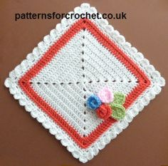 Free crochet pattern for square doily with flowers. #patternsforcrochet #freecrochetpatterns