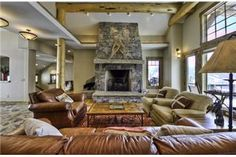 Summit View Lodge - Deluxe 4BR Home + Private Hot Tub, Big Sky, Montana