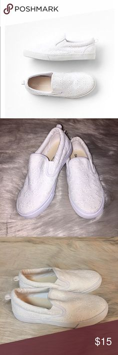 Gap Kids Girls White Eyelet Slip-Ons Sneakers Brand New with Tag Size 1 Girls Youth Rubber Sole Easy Pull-On Tab At Back Lightly Padded Footbed All over Eyelet GAP Shoes Sneakers
