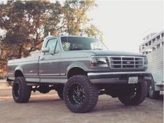 This 1995 Ford is running Fuel Triton wheels Cooper Discoverer Stt Pro tires with Rough Country Suspension Lift suspension. Big Ford Trucks, Chevy Trucks Older, Classic Ford Trucks, Lifted Chevy Trucks, 1995 Ford F150, Ford F150 Custom, Rough Country Suspension, Truck Bed Accessories, Rc Drift Cars